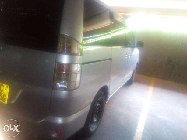 Toyota Voxy 2006 model for sale Nairobi CBD - image 2