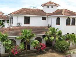 Nyali 5 bedroom House with swimming pool