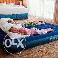 Inflatable queen airbed with two inflatable pillows