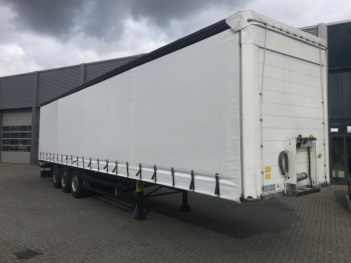 Schmitz Cargobull Curtainside 3 Axle / Liftas / Top Condition - 2016