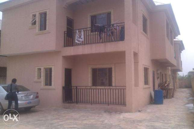 2 bedroom flat for rent at opic going for 400k,all room are en suit.ve Ojodu - image 7