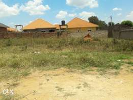 A residential plot of 100x100fts for sale at 138m in mbarwa with a tit