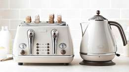 Delonghi Vintage Toaster and Kettle Set