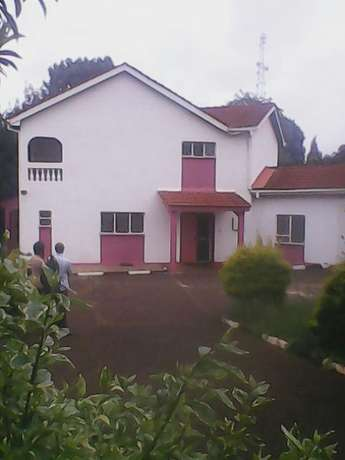 A magnificent 4 bed town house with 1bed guest wing,1/3 acre. Mountain View - image 3