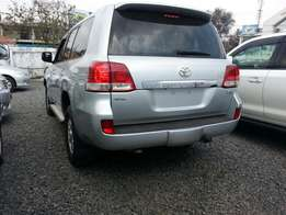 Land cruiser v8 gxl edition