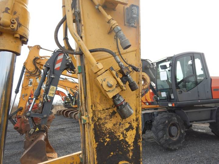 New Holland E135BSR-2 - 2009 - image 21
