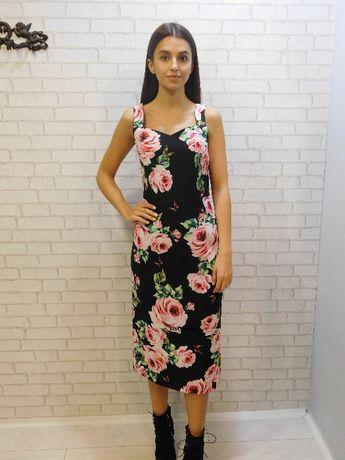 c6953105b1 Sukienka midi za kolano czarna w kwiaty róże dopasowana d g r. M Poznań -  image