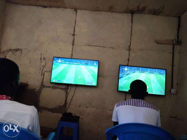 Two screens two ps4s two fifa 18s 4pads Kisumu CBD - image 1