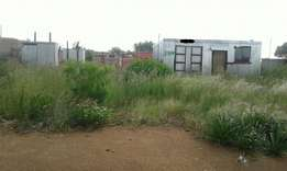 Stand for sale with water and Electricity in Mabopane very clean