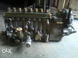 Diseal Injector 8 cylinders and a pump.
