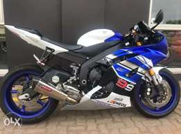 Yamaha R6 power bike