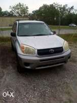 Xtra Neat Tokunbo Toyota Rav4 2005 Model For Sale