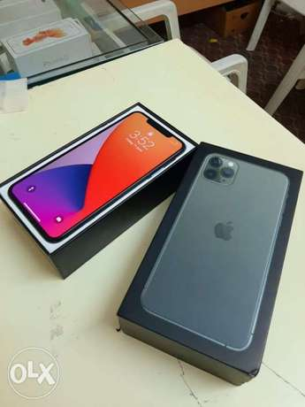 iPhone 11 Pro Max 512gb warranty until July with box and all accessori