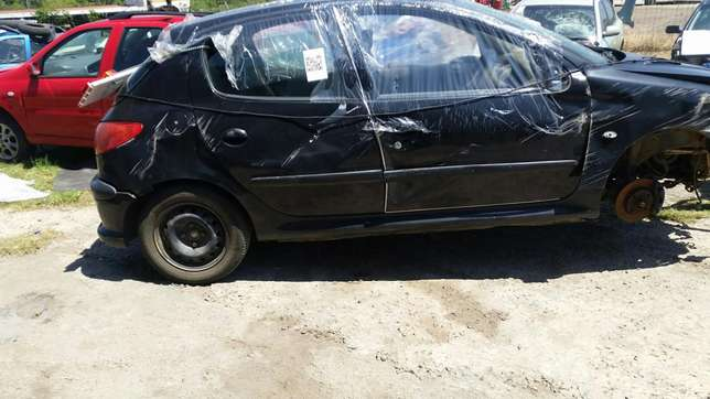 Peugeot 206 1.4 2004 model stripping for spares Phoenix - image 5