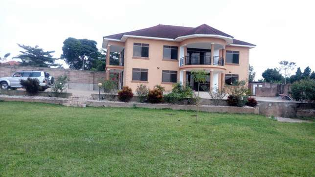 5bedrooms 5bathroom stand alone in Namugongo at 2m on half acre Kampala - image 2