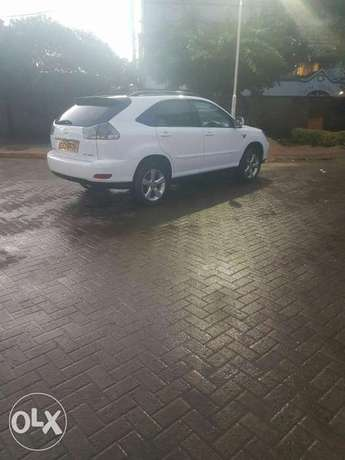 Clean well maintained lexus on quick sale Nairobi CBD - image 4