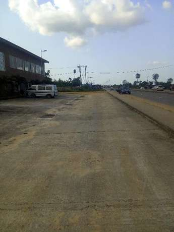 Distress; 3 Plots CornerPiece behind petronella eneka Port Harcourt - image 4