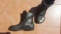 Vega motorcyle boots in excellent condition