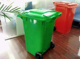 Waste bin with wheels