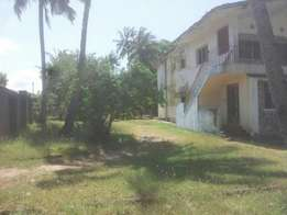 4bedroomed maisonette on one acre,Shelly beach area.