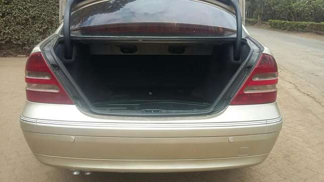 Mercedes Benz C200,KAW,Auto,Petrol,2001,Ksh 790,000 Negotiable Hurlingham - image 8