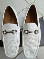 White casual shoe size 9/12
