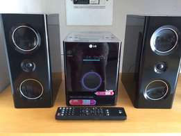 LG Compact Stereo - Perfect Condition