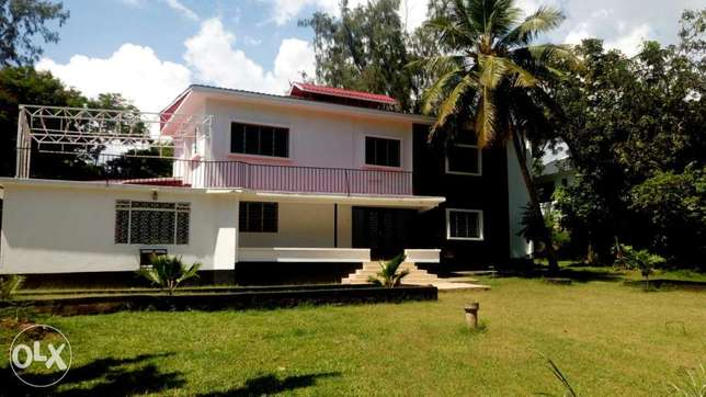 Executive spacious 4 Bedroom House on own compound for rental in NYAli Nyali - image 1
