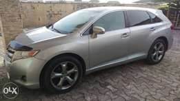 FOR SALE 2012/2013 Toyota Venza full option.