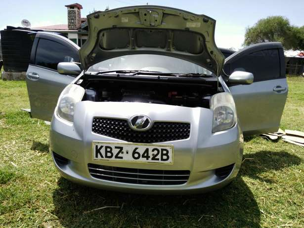 A clean buy and drive vitz Kericho Town - image 1