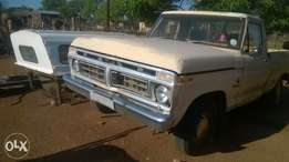 am selling ford bakkie very powerful horse stil running