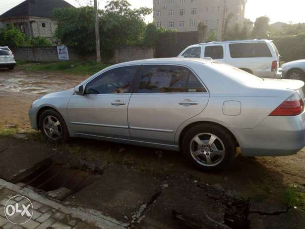 2007 Honda Accord Hybrid Edition in PERFECT shape Ikeja - image 3