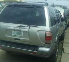 Nissan Pathfinder 2000, automatic with AC for N790,000