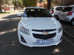 Chevrolet cruze 1.6 2013 model white in color 38000km R120000