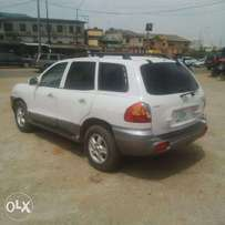 A first body n neatly used 2004 Hyundai Santa fe, leather, v6, ac, cd.