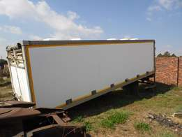 We are selling this Container with tail lift
