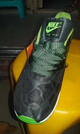 Nike Air Max Sneakers (Green & Black Design) Lagos Mainland - image 4
