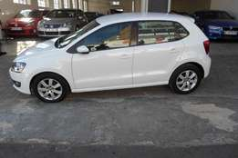 2012 model,polo 6 1.6 hatchback,white,service book,for sale