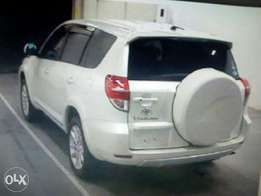Toyota vanguard 7 seater with back tyre