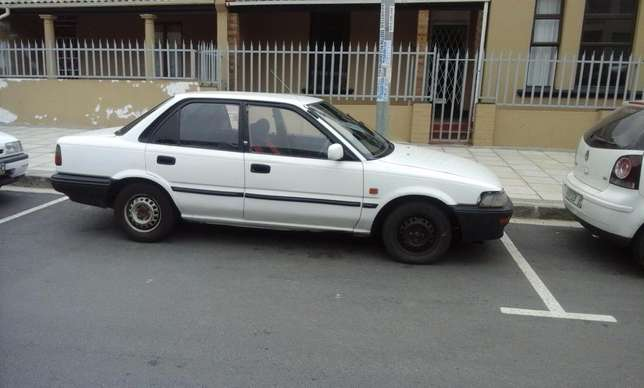 Toyota Corolla GLE 1.6i East London - image 5