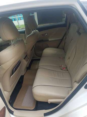 Clean 2014 Used Toyota Venza for sale Lekki - image 6
