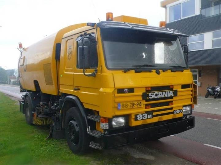 Scania p93 veegmachine mercedes motor - 1995