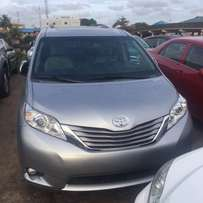 Pristine Clean Toyota Sienna 2015 model for grabs