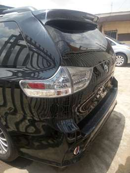 Tokunbo 2015 Toyota Sienna Up 4Grabs For Good Rates Lagos Mainland - image 2