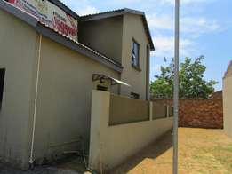 Spacious town house with lovely views Vaalpark