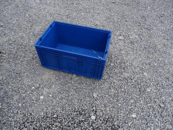 Sale 32 plastic storage bins pallets storage box for  by auction