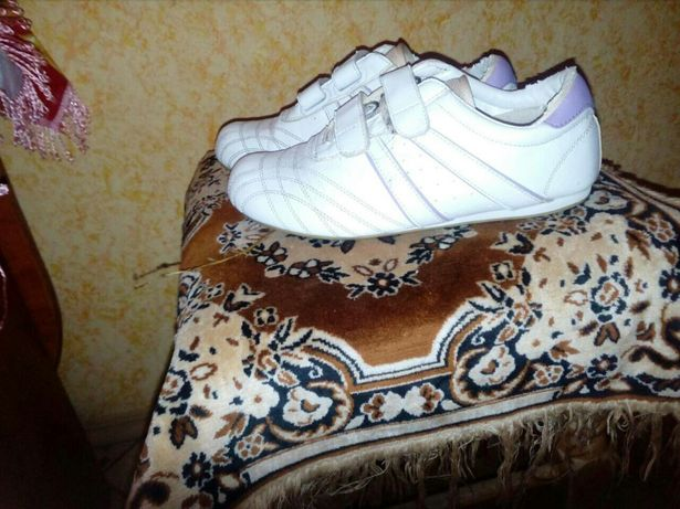 Кроссовки женские для девочек шанель  190 грн. - Женская обувь ... 53cea0d4198