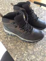 Columbia Mens Boots Size 10 brand new