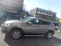 nissan qashqai 1.6 2010 model gold colour