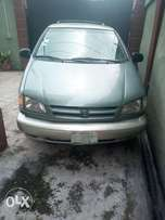 Toyota Sienna 1999/2000 model is well use